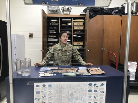 National Guard specialist visits culinary class