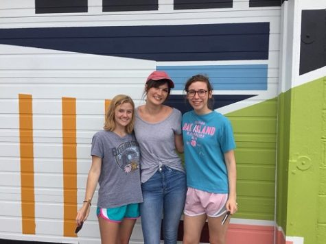 National Art Honor Society volunteers at oceanfront