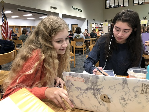 JUNIORS AUDRA CHAFFINCH and Alex Perez study for an AP US History test during the first C-day of the new school year.