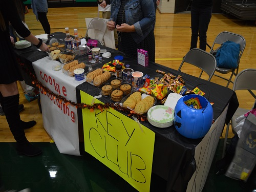 KEY CLUB ARRANGES a cookie decorating station for the local children and their families. Key Club student volunteers provided decorations for cookies along with glow sticks.