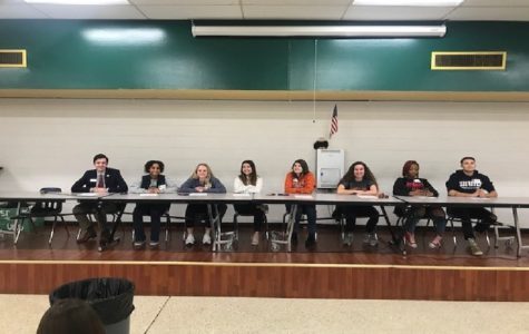 Alumni student panel speaks about college