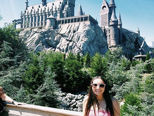 SENIOR+MARINA+PHAM+visits+Universal+studios+during+her+time+off.+The+Hogwarts+School+is+a+major+attraction+for+many+tourists+in+Orlando%2C+FL.+