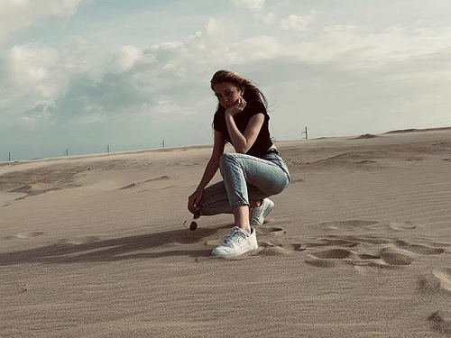 SENIOR+MICHAELLA+LYNCH+visits+Jockey%27s+Ridge+State+Park+in+North+Carolina+over+break.+The+park+has+been+known+for+it%27s+sandy%2C+desert-like+hills.