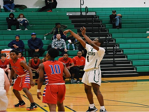 Senior Deshaun Creighton returns for the 2basketball season. He contributed to the success of last year's team.